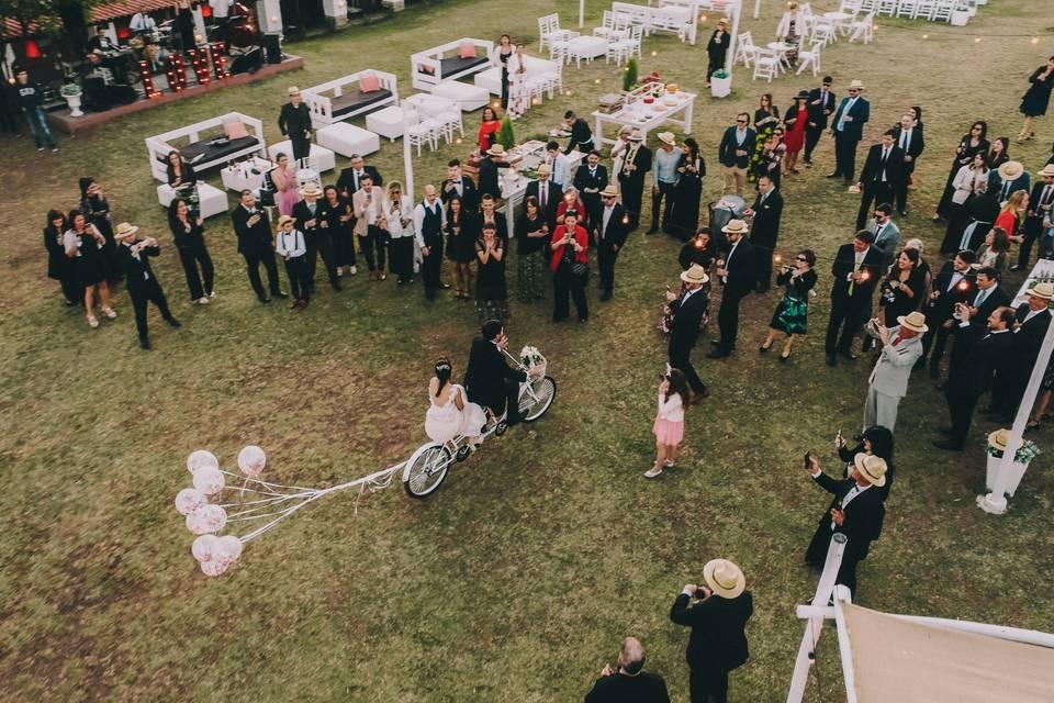 ¿Cómo conseguir las fotos más increíbles de su casamiento usando drones?