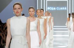 Vestidos de novia 2017 de Rosa Clar�, inolvidable comienzo del BBFW