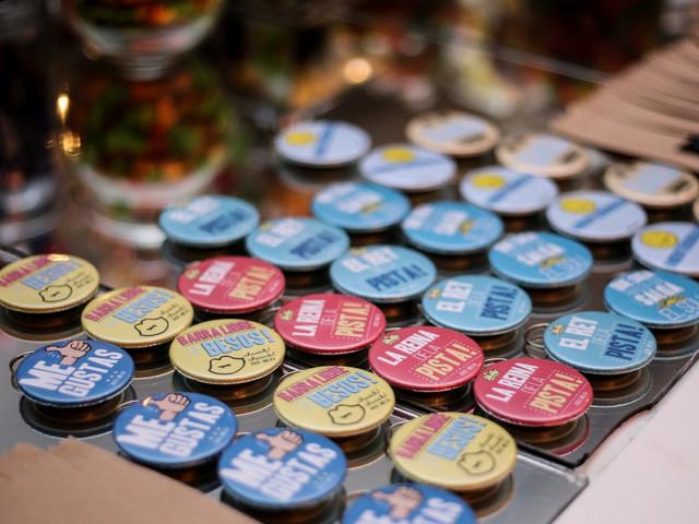 Pins para los invitados: 7 ideas para personalizarlos