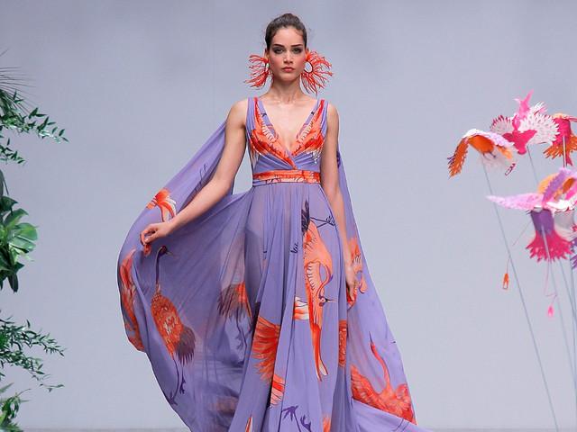 Vestidos de fiesta Carla Ruiz 2020: una colección a puro color