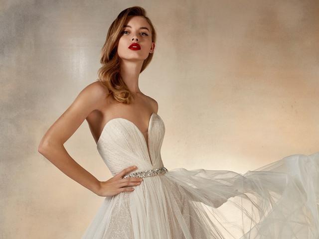 50 vestidos de novia con escote corazón, romanticismo para tu look