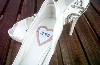 Personalizá tus zapatos de novia con corazones de tela