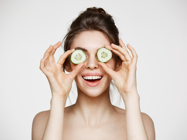 6 trucos de maquillaje para disimular ojos hinchados