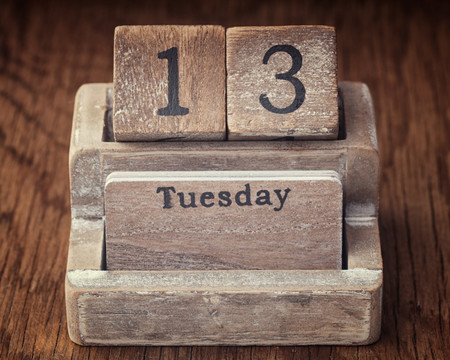 Martes 13: No te cases ni te embarques, ni de tu casa te apartes