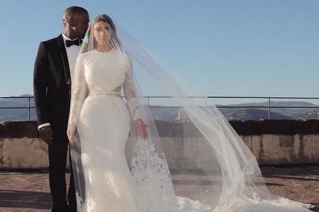 Kim Kardashian cumple aniversario de bodas y lanza colección de maquillaje