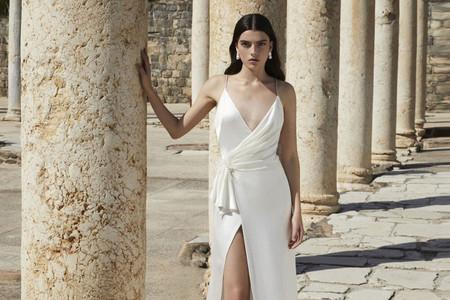 Vestidos de novia Alon Livné White 2021: cuando lo minimal se combina con los detalles más sofisticados