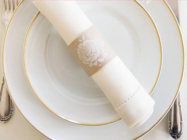 DIY: servilletero de papel kraft con sello floral