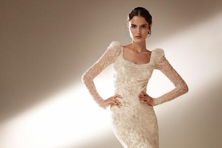 Vestidos de novia con detalles en los hombros: una tendencia que vuelve con fuerza
