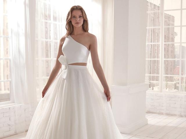 Vestidos de novia con escote asimétrico: 35 modelos para todos los estilos