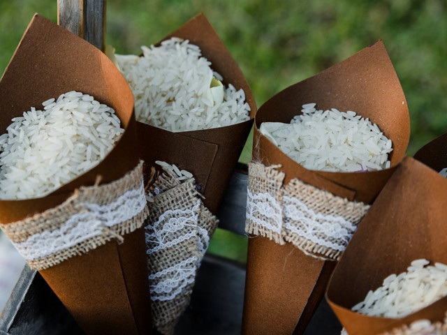 Paso a paso: conos de papel para el arroz o los pétalos de la ceremonia