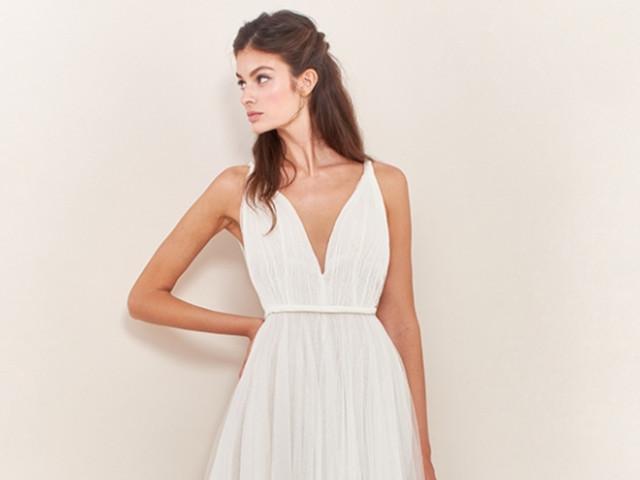 50 vestidos de novia plisados para un look elegante