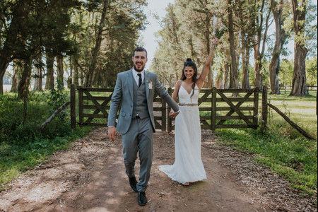 El casamiento de Marco y Mila: una boda relajada al aire libre en medio de la naturaleza