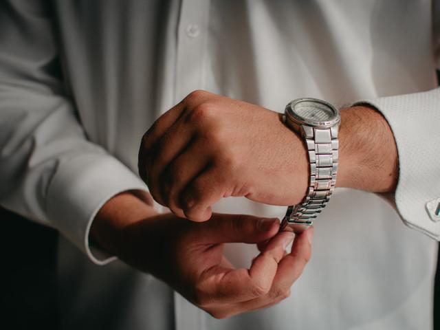 El reloj del novio: 30 ideas para sorprenderlo con un regalo muy especial