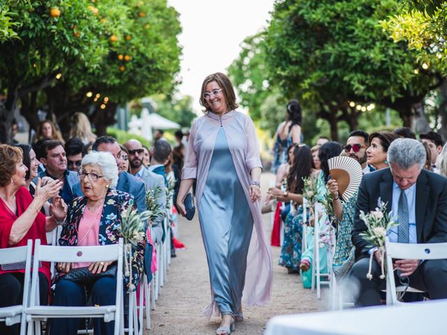 ¿Cómo debe vestirse la madre de la novia? 5 claves