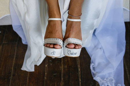 ¿Zapatos o sandalias para tu look de novia? Claves para elegir la mejor opción