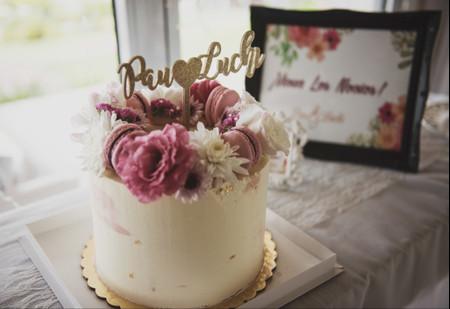 Consejos para decorar la torta de casamiento con flores, un toque bien natural