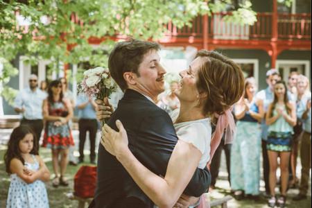 5 formas de incluir detalles color rosa en tu look de novia