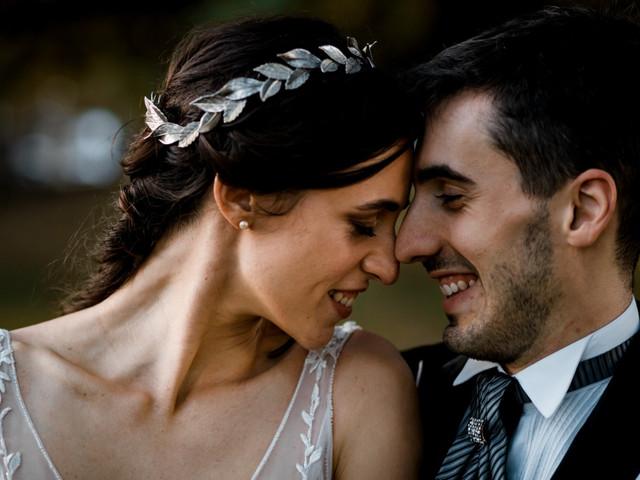 Peinados de novia con tiaras, diademas y coronas: guía de estilo