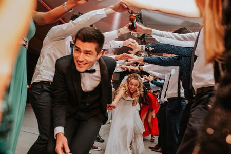 5 temas sobre los que deberían ponerse de acuerdo con el DJ antes de la boda