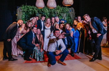 5 consejos para que sus invitados se sientan cercanos en una boda multitudinaria