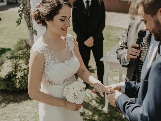 ¿Qué peinado elegir según el escote de tu vestido de novia? 7 tips