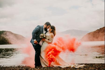 Bengalas de humo para casamientos: tendencia a puro color