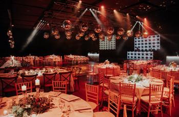 ¿Cuántos invitados incluir por mesa? 5 consejos para  organizarlos