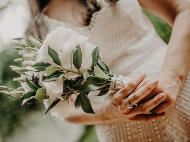 Pañuelo de la abuela para llevar en el ramo de novia: una tradición llena de significado