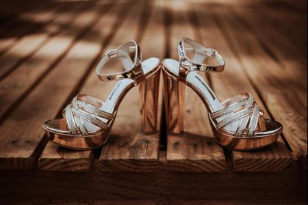¿Cómo encontrar la altura perfecta para tus zapatos de novia?