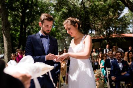 Lo que deben saber para hacer una bendición de anillos en su casamiento