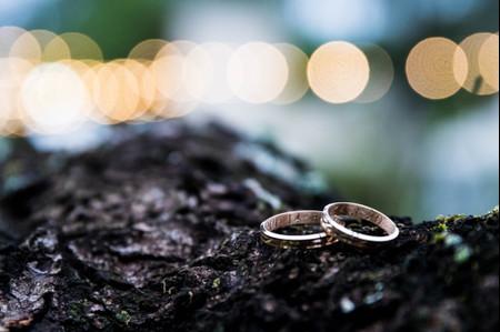 ¿Cómo cambiar la fecha de casamiento en las alianzas si pospusieron la boda?