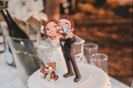 6 estilos de cake toppers para la torta de casamiento