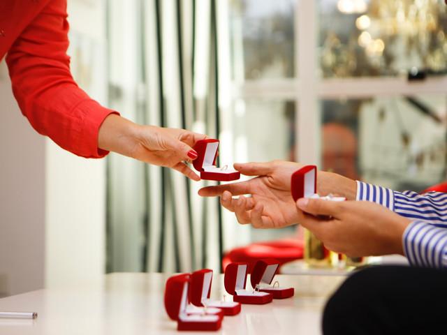 6 consejos para elegir el anillo de compromiso