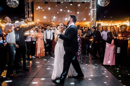 Música disco para casamientos: 40 canciones para hacer honor a los 70 y 80