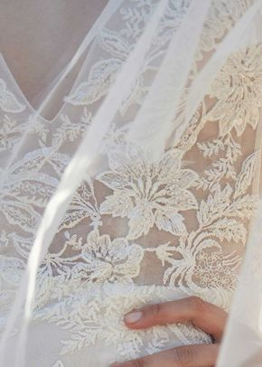BL20101, Monique Lhuillier