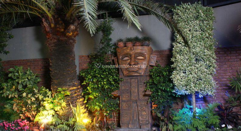 Totem - Athenea Set de Fotografía y Filmación©