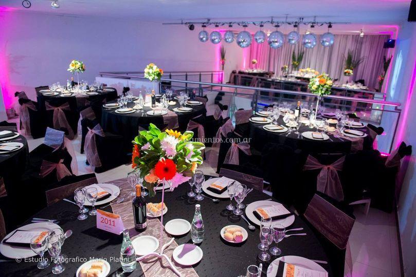 El salón y sus mesas