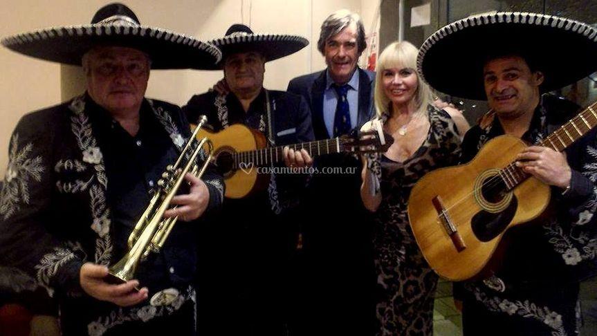 Con Adriana Aguirre y esposo