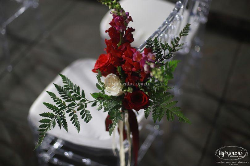 Flores en el camino al altar