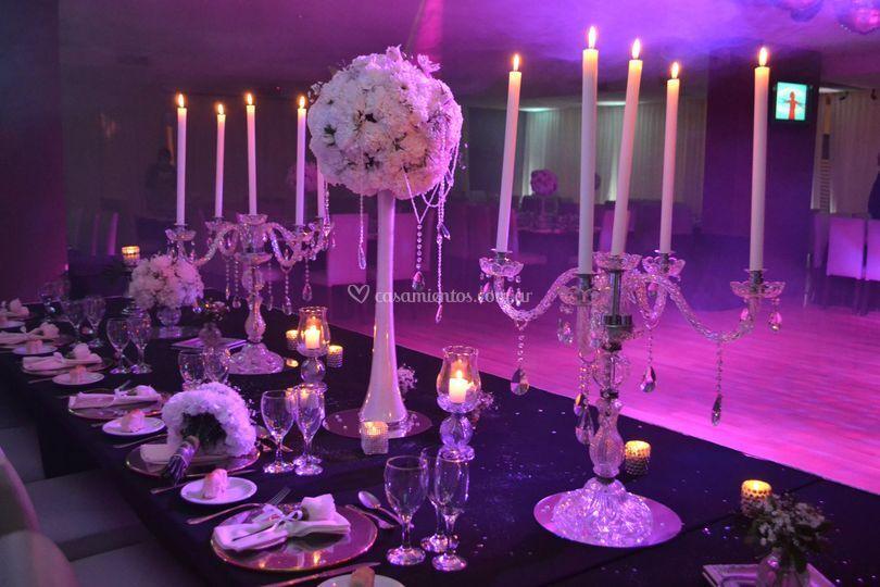 Mesa imperial con candelabros