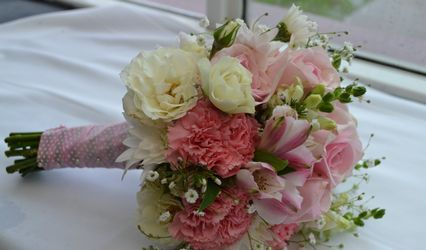 Flower Kiss by Silvina Kiss 1