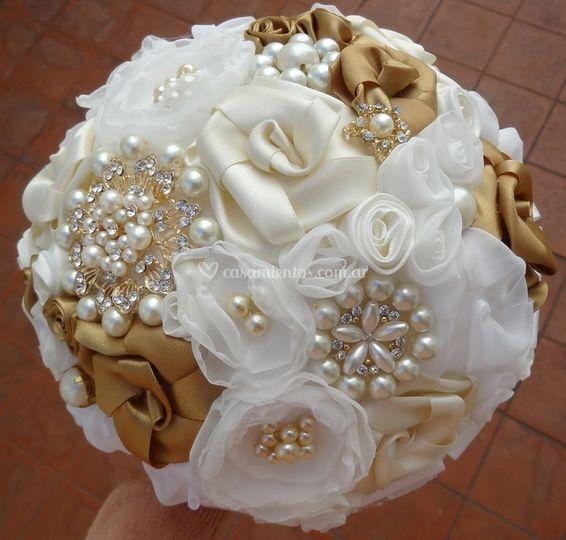 Bouquet dorado broches