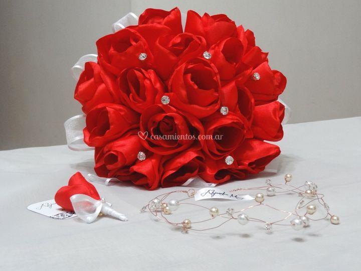 Bouquet rositas con pin strass