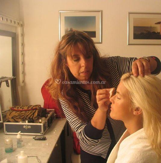 Laura Manríquez Make Up & Hair