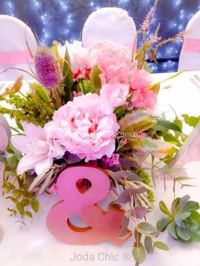 Arreglo floral central de r&a