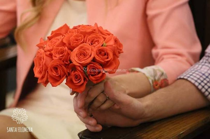 Ramo civil de rosas naranjas