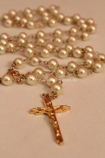 Rosario dorado y perlas