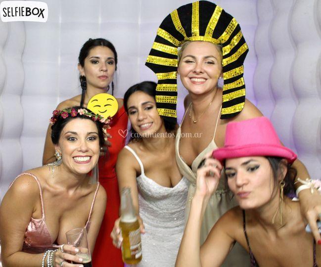 La novia con amigas