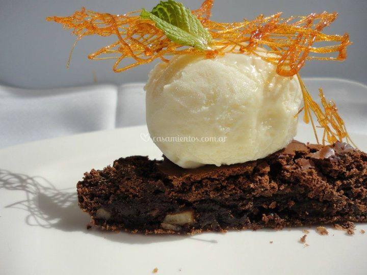 Brownie tibio con helado