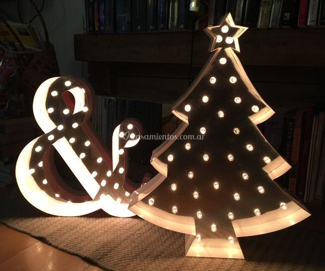 Letras corpóreas con luces